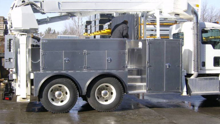 Wondering How To Make Your Semi Truck Aluminum Tool Box Rock? Read This!