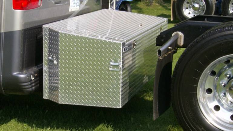 A Custom Aluminum Tool Box For Your Semi Truck – 3 Reasons Why You Should Go Custom