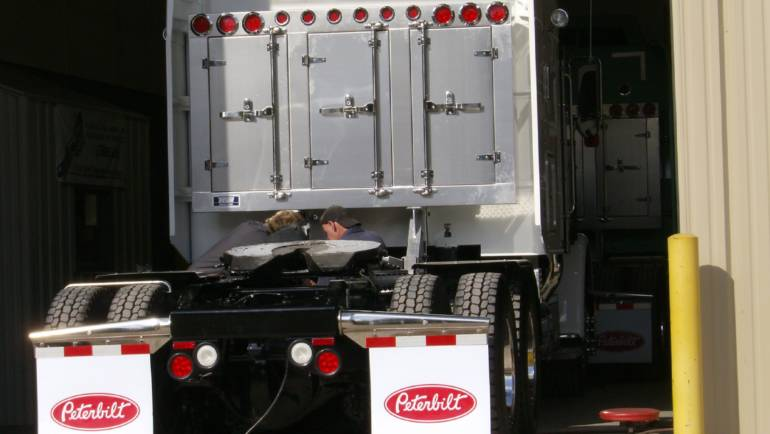 4 REASONS TO CHOOSE AN ALUMINUM TOOL BOX OVER STEEL
