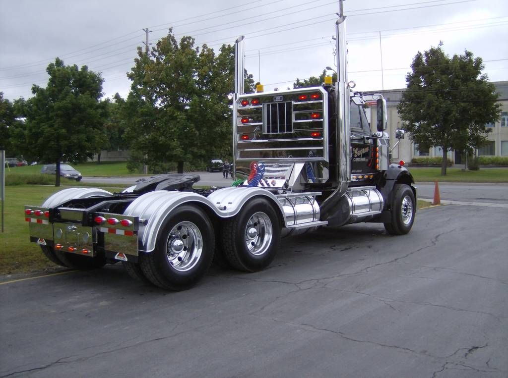 Why Semi Truck Accessories Are a Great Way to Advertise