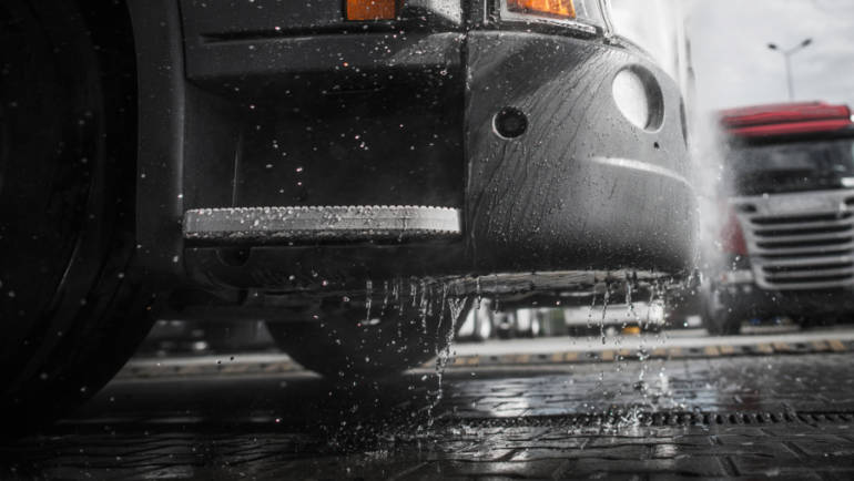 Make Your Semi-Truck Shine this Summer: Top Washing Tips