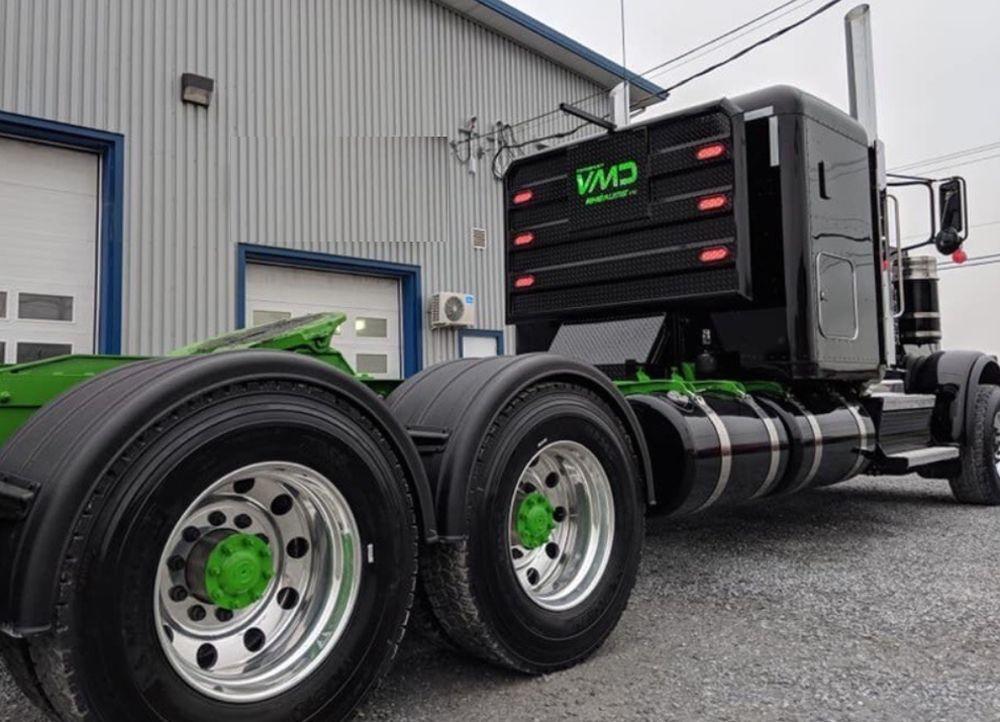 Headache rack photo black tractor with green