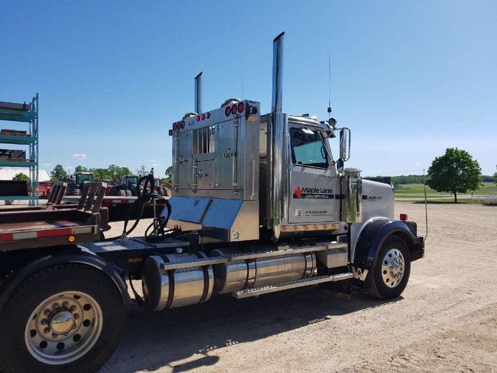 Headache rack photo grey tractor